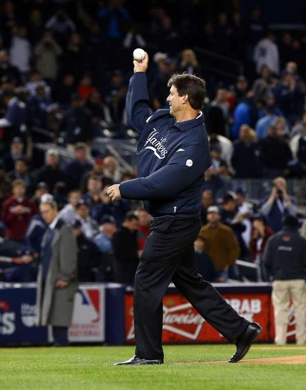 Former New York Yankee Tino Martinez throws the
