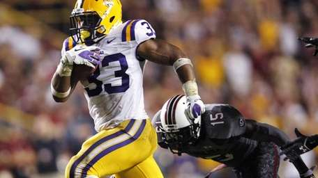LSU running back Jeremy Hill rushes for a