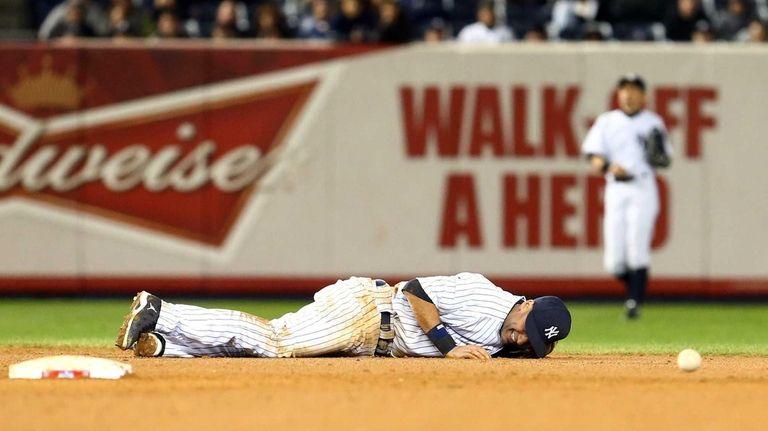 Derek Jeter lays on the ground in pain