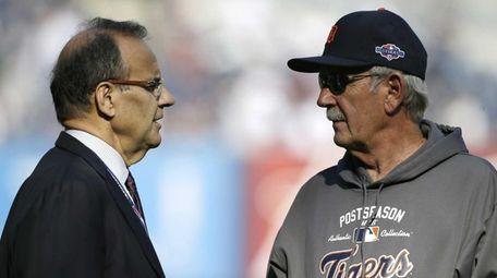 Former New York Yankees manager Joe Torre, left,