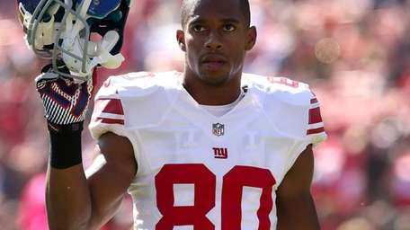 Wide receiver Victor Cruz warms up before the