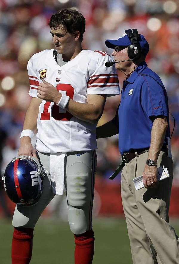 Giants head coach Tom Coughlin, right, talks with