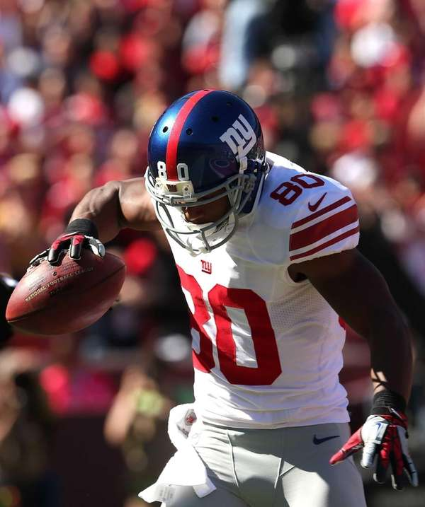 Giants wide receiver Victor Cruz spikes the ball