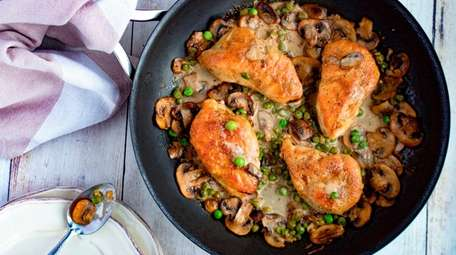 Chicken breasts with peas and mushrooms in Marsala
