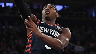 Knicks guard RJ Barrett scores a layup against
