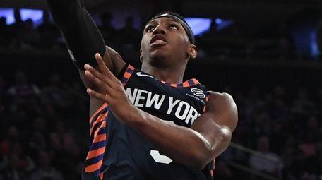 Knicks guard RJ Barrett scores a layup against