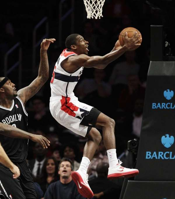 Washington Wizards guard Jordan Crawford (15) goes up