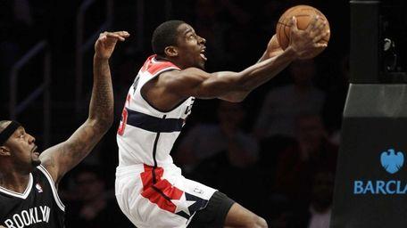 Washington Wizards guard Jordan Crawford (15) goes up