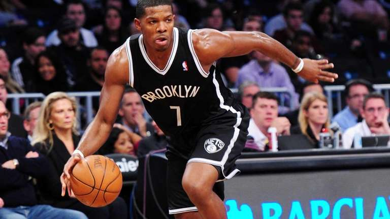 Joe Johnson drives to the basket during a
