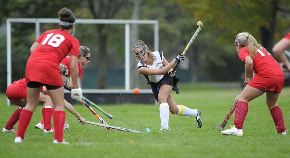 Commack's Sharon Wohl follows through on her pass