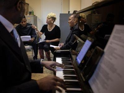 Anita NiNi Wells rehearsing with the Church-in-the-Garden choir
