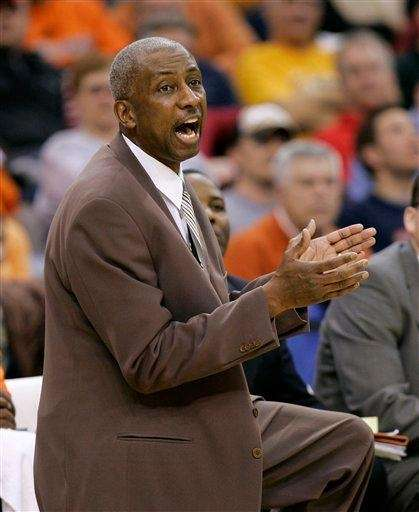Bowling Green coach Louis Orr coaches his team