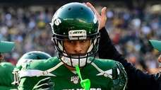 Robby Anderson of the Jets is congratulated after