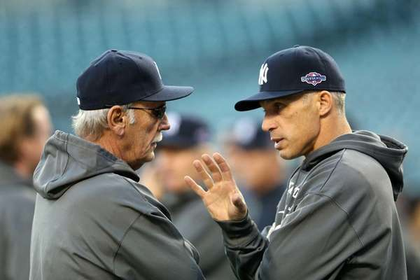 Manger Jim Leyland of the Detroit Tigers, left,