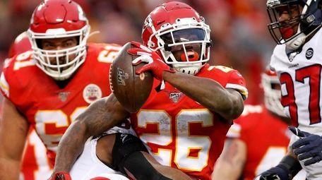 Chiefs running back Damien Williams scores a touchdown