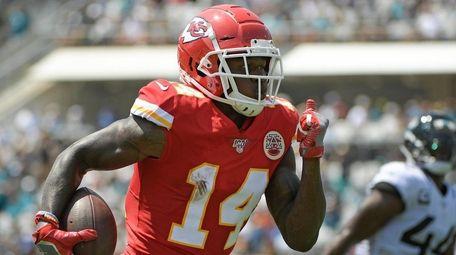 Chiefs wide receiver Sammy Watkins runs past Jaguars