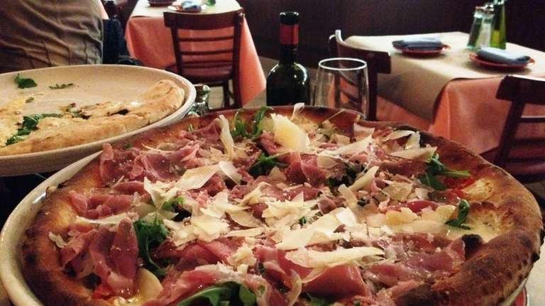 At Centro Cucina in Greenvale, a pizza is