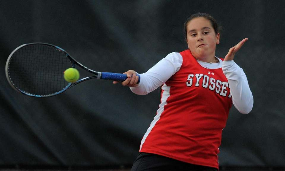 Syosset freshman Lexee Shapiro returns a volley in