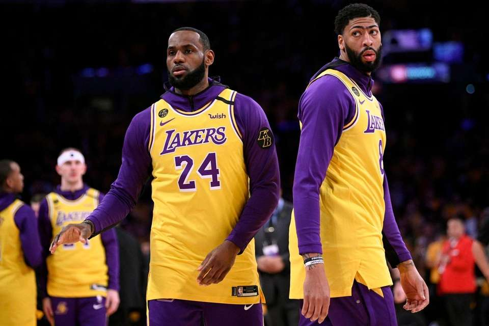 Los Angeles Lakers' LeBron James, left, and Anthony