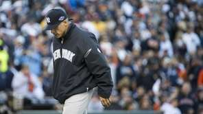 Joe Girardi leaves the pitcher's mound after changing
