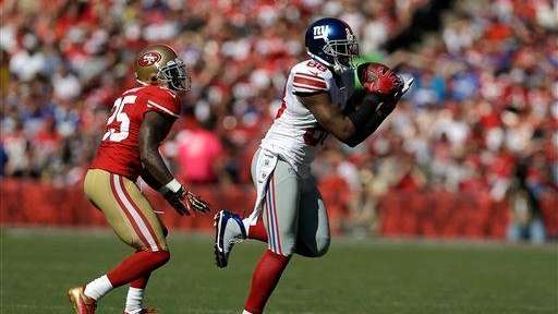 Hakeem Nicks catches a pass in front of