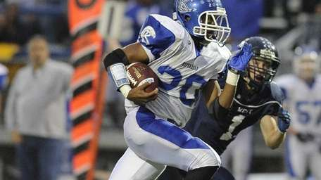 Riverhead's Jeremiah Cheatom rushes for a touchdown in