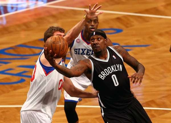 Andray Blatche drives to the hoop against Spencer