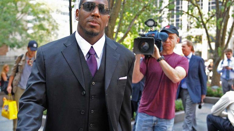 New Orleans Saints linebacker Jonathan Vilma arrives at