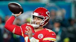 Kansas City Chiefs quarterback Patrick Mahomes passes against