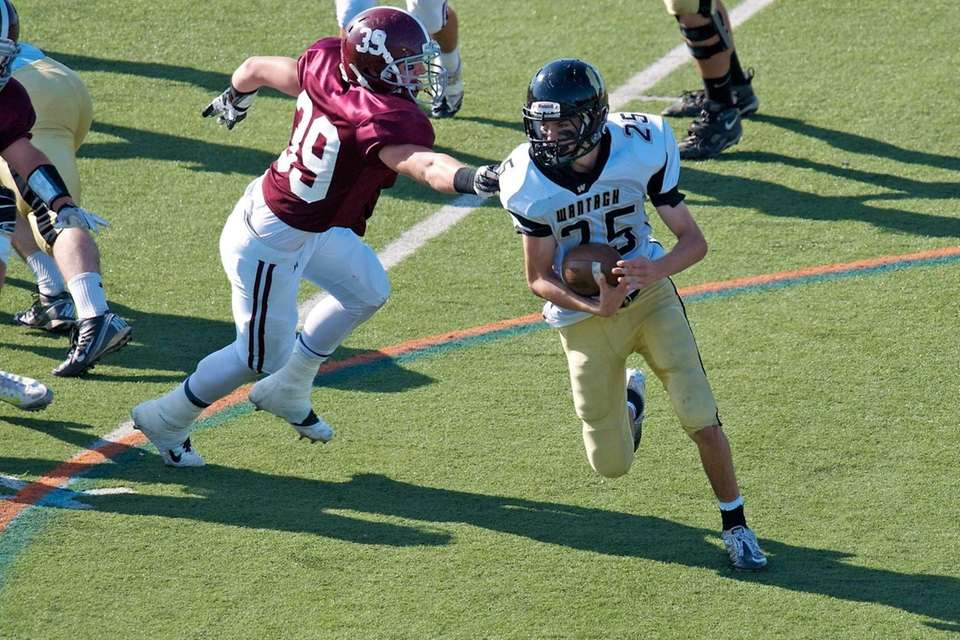 Wantagh running back Brandon Watson breaks past Garden