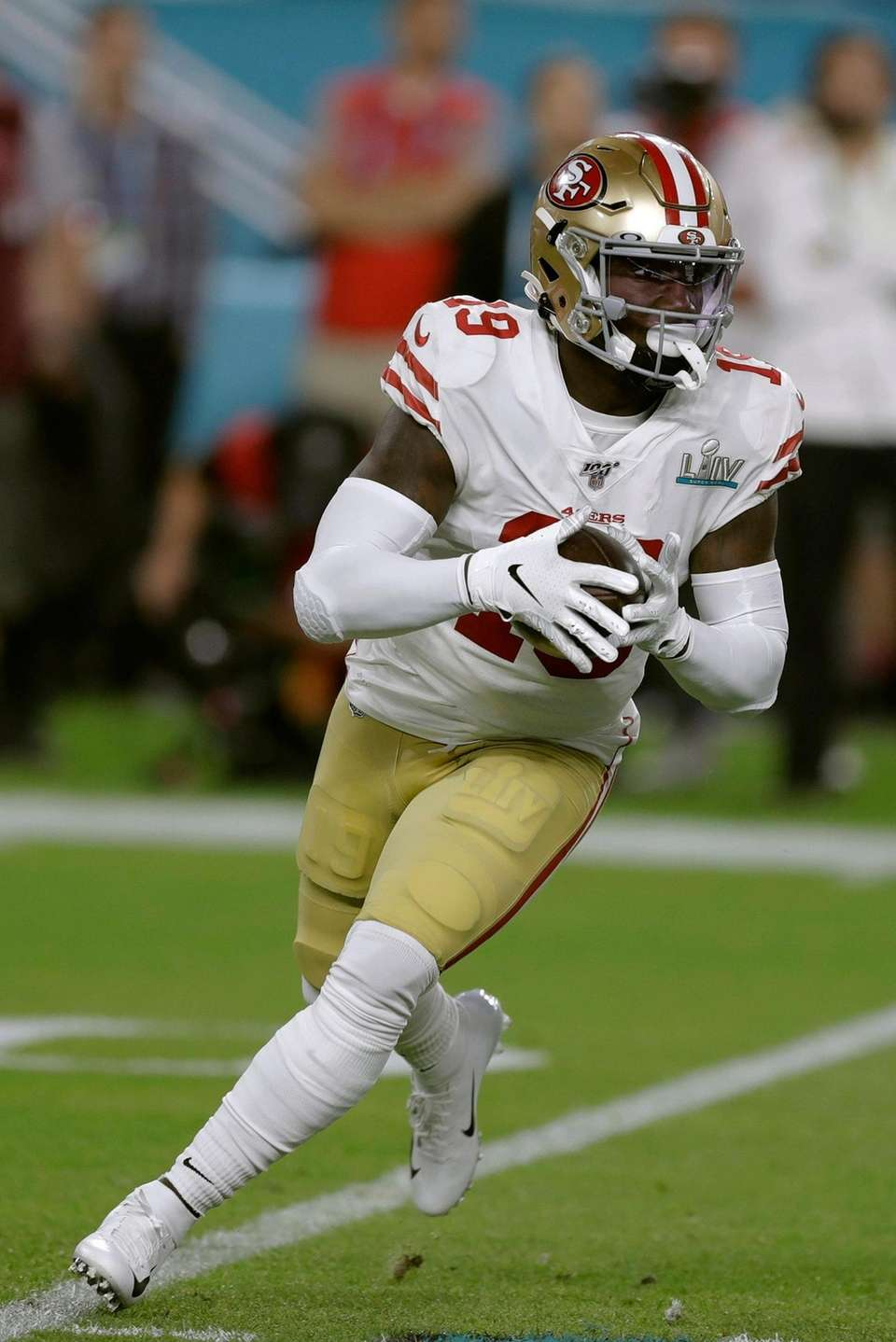 San Francisco 49ers' Deebo Samuel runs against the