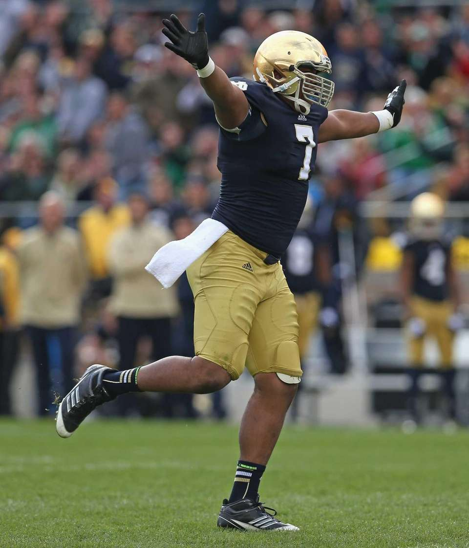 SOUTH BEND, IN - OCTOBER 20: Stephon Tuitt
