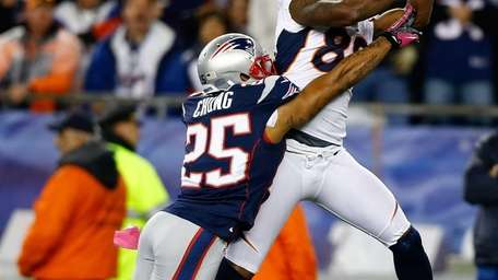 Denver Broncos receiver Demaryius Thomas catches a 28-yard