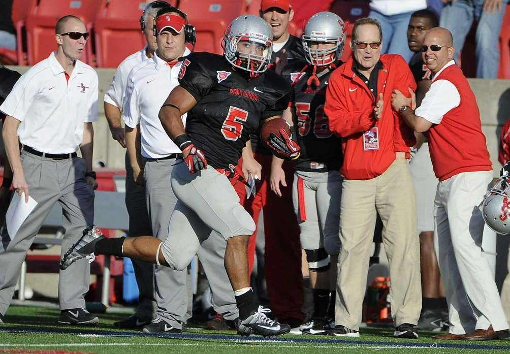 Stony Brook's Miguel Maysonet runs along the sideline