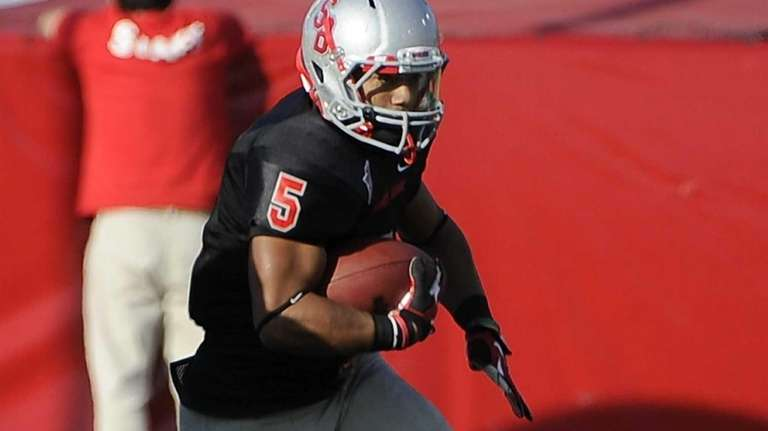 Stony Brook running back Miguel Maysonet runs the