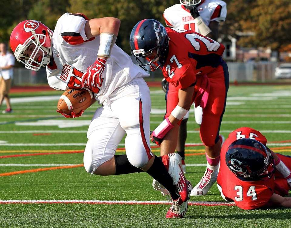 East Islip receiver Mike Lee avoids the Smithtown