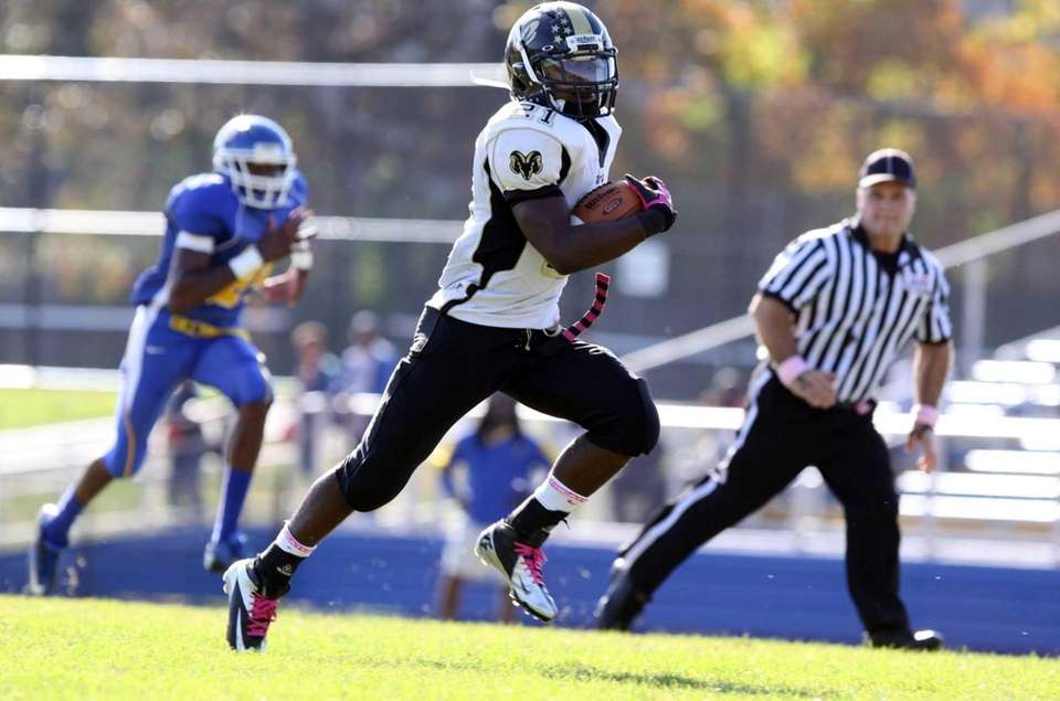 West Hempstead's Tayvon Hall runs for a touchdown