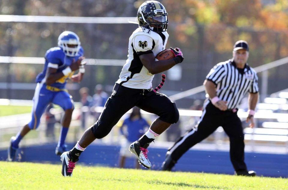 West Hempstead's Tayvon Hall runs for a touchdown