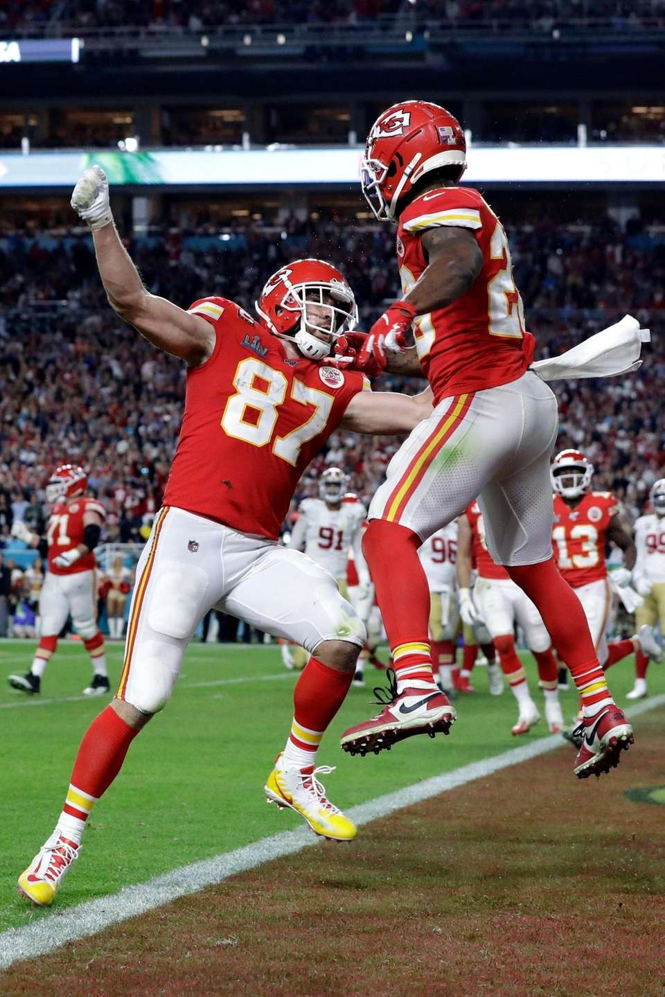 Kansas City Chiefs' Travis Kelce (87) celebrates his