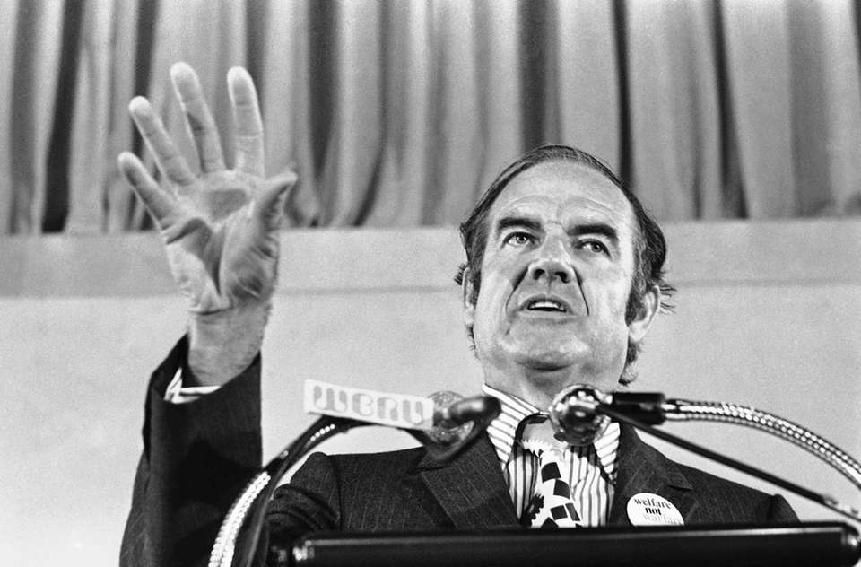U.S. Sen. George McGovern (D-S.D.) gives the keynote