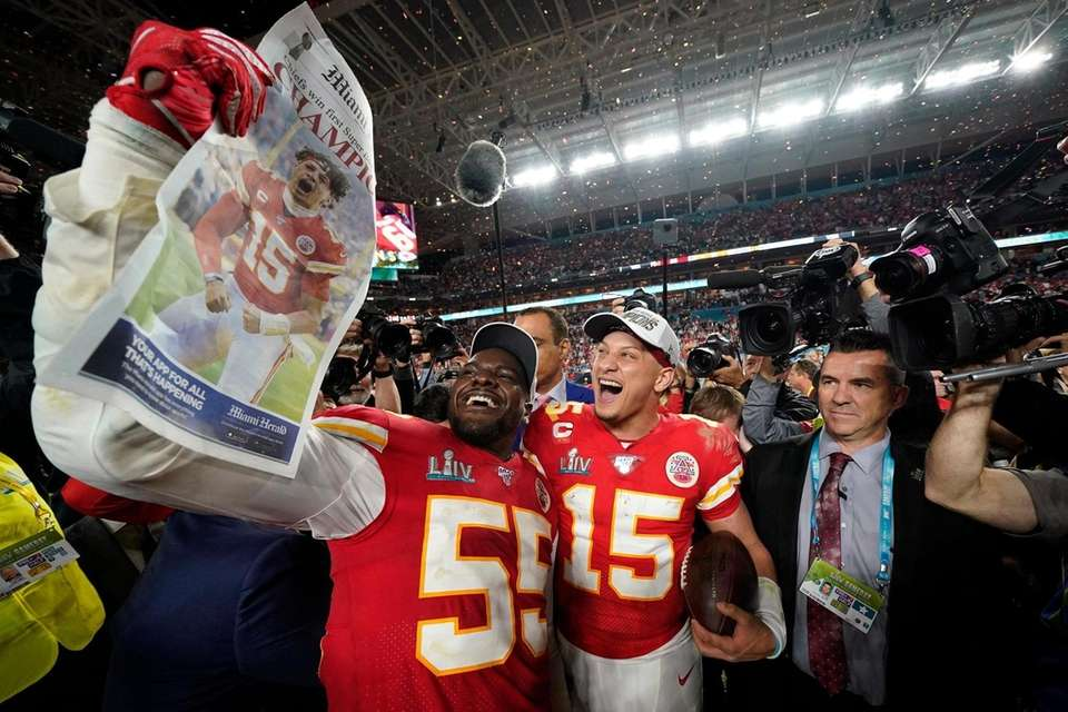 Kansas City Chiefs' Frank Clark, left, and Patrick