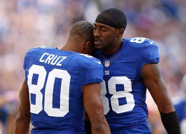 Victor Cruz is congratulated by teammate Hakeem Nicks