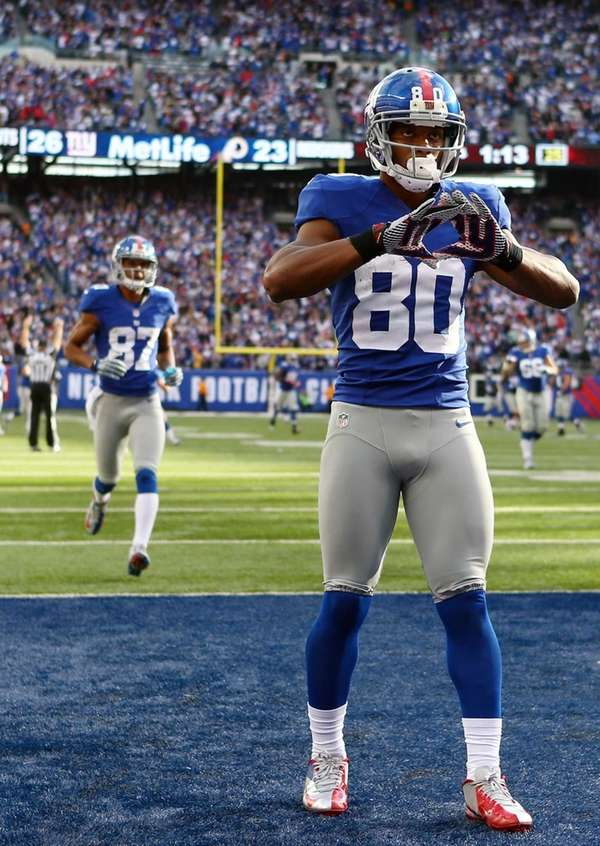 Victor Cruz of the New York Giants celebrates