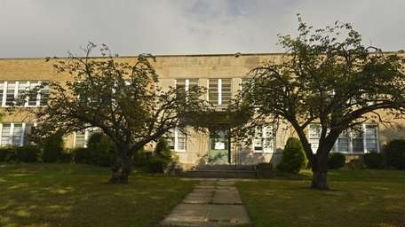 A view of the Seaford Avenue School which