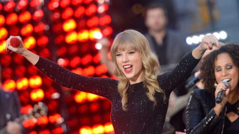 Taylor Swift peforms at ABC News'