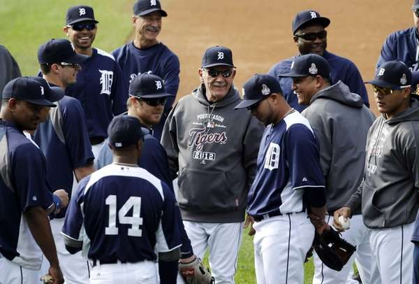 Detroit Tigers manager Jim Leyland, center, laughs with