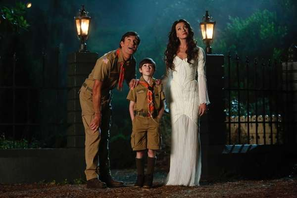 Jerry O'Connell as Herman, Mason Cook as Eddie,