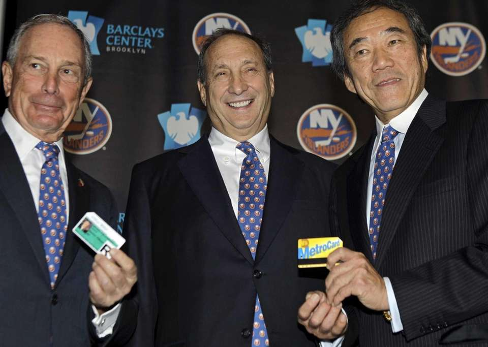 New York Mayor Michael Bloomberg, left, Islanders owner