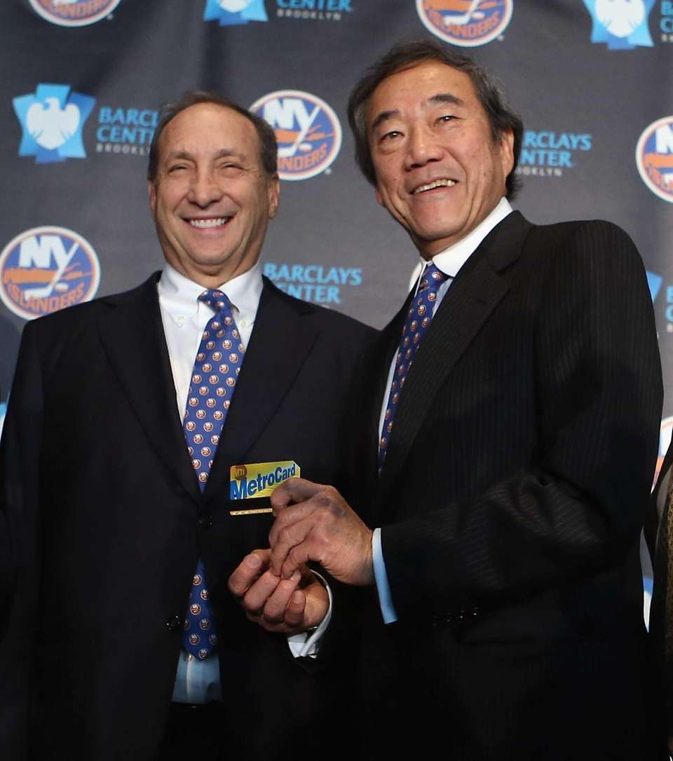 Nets owner Bruce Ratner welcomes Islanders owner Charles