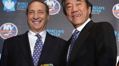 Nets owner Bruce Ratner welcomes Islanders owner Charles